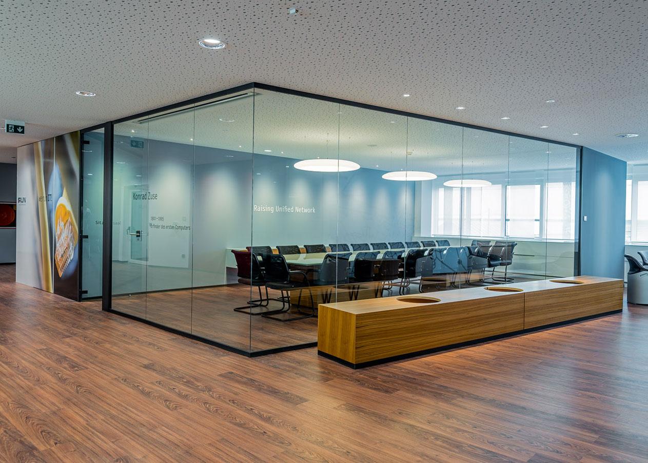 Wie richtet man einen Sitzungssaal ein?